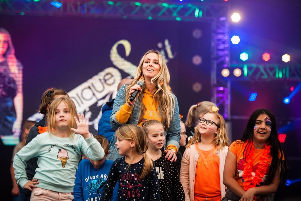 Monique Smit kwam op Koningsdag langs om met de kleintjes te zingen en te dansen. Suzanne Heikoop | SHe Fotografie © BDU media