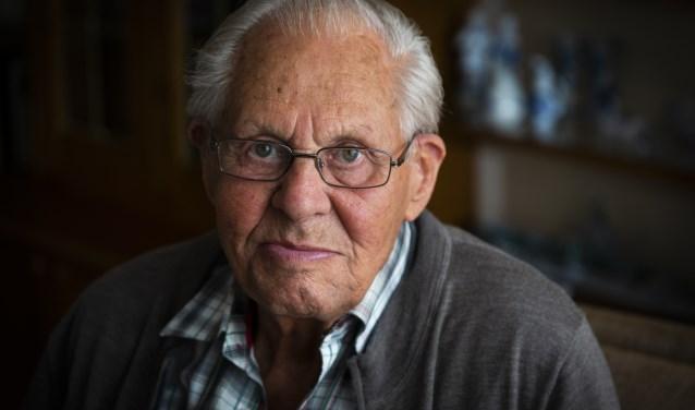 Leendert van Vliet zal vanavond, zaterdag 4 mei, de oorlogsslachtoffers herdenken, onder wie zijn broer, zijn neef en schoonvader, bij het oorlogsmonument in Kootwijkerbroek.