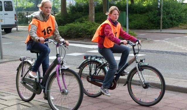 Verkeerseducatie en toetsen van kennis helpen bij verbeteren fietsverkeersveiligheid.