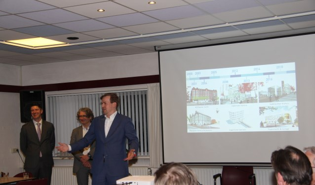Het duodorp wordt bijgepraat over de ontwikkelingen op Sugar City.