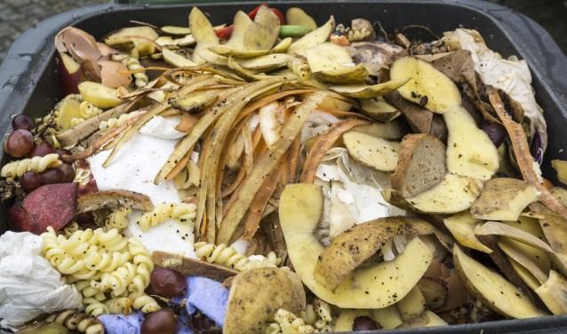 Huishoudens verspillen gemiddeld 41 kilo eten per persoon per jaar aan vast voedsel. Vooral brood, zuivel, groente, fruit en vlees worden weggegooid.