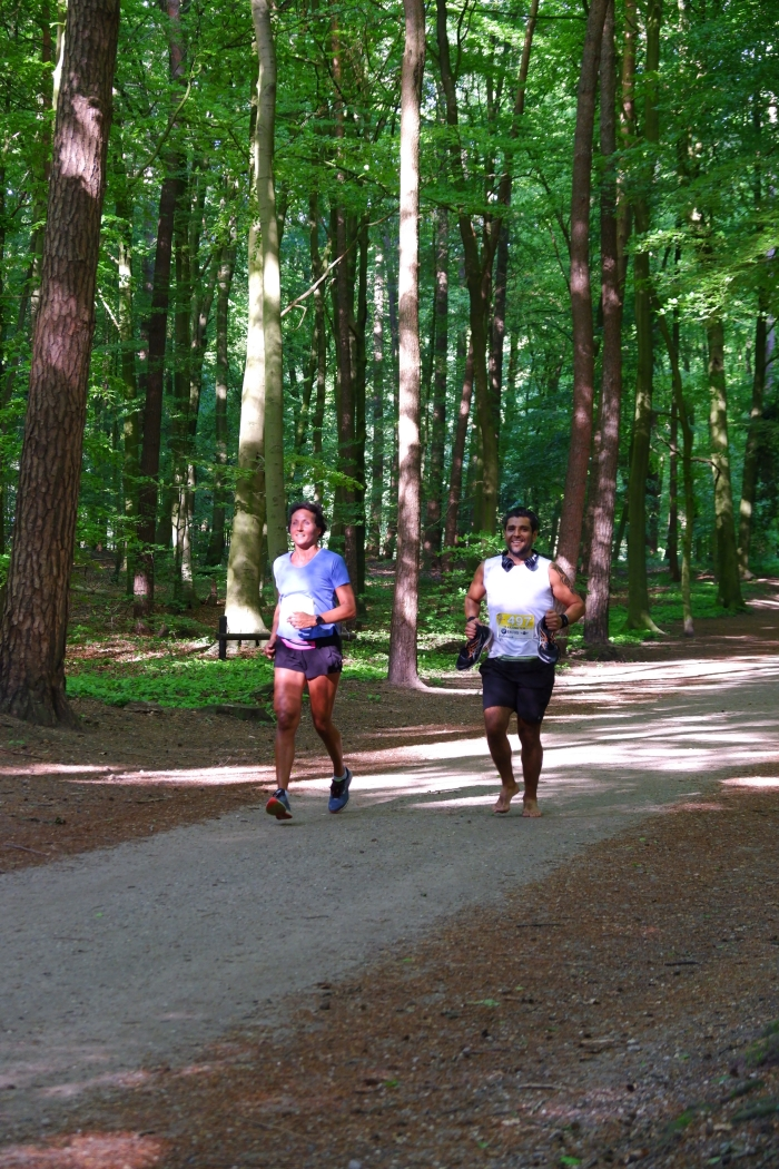 Lopers in het bos Ineke Klarenbeek en Kelly Remijn © BDU media