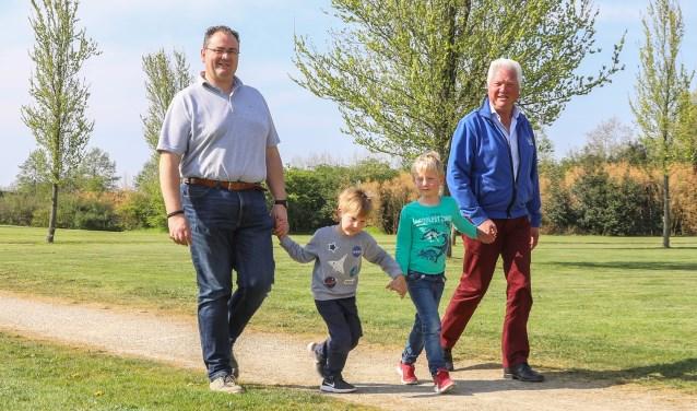 Drie generaties familie Van Gelder lopen mee met de Veluwe Wandeltocht.