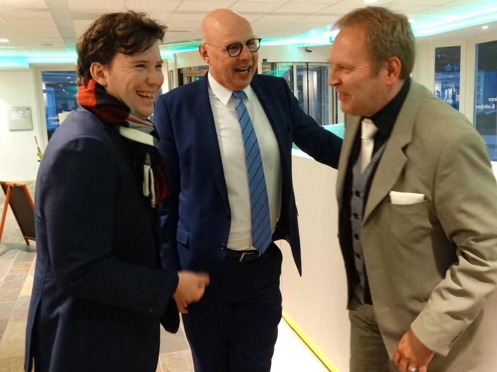 Niek van Staaden (GroenLinks) met Steven Verhaar (VVD) en wethouder Joustra, die als locoburgemeester de komende week de boel waarneemt Kuun Jenniskens © BDU media