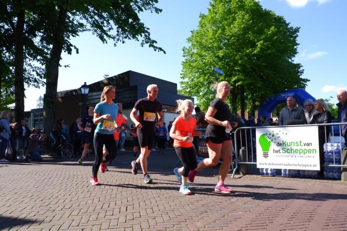 Start Putten Power Run Ineke Klarenbeek en Kelly Remijn © BDU media