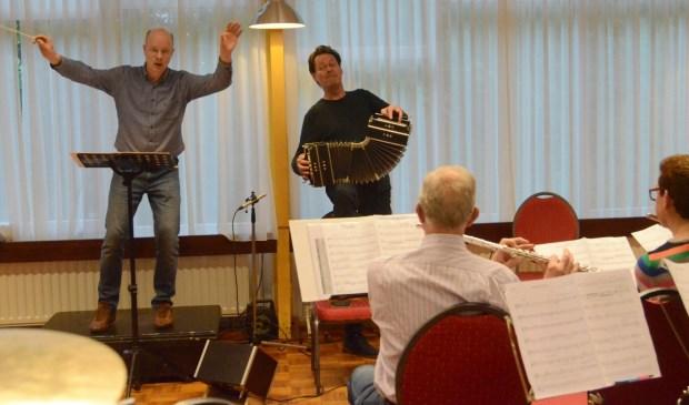 Repetitie van Soli met Carel Kraaijenhof.