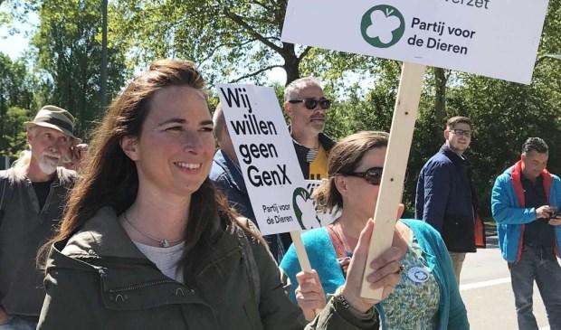 Het door veel mensen als verontrustend ervaren actuele nieuws over Chemours was aanleiding voor Partij voor de Dieren om een protestactie te voeren bij de toegangspoort van het bedrijf.