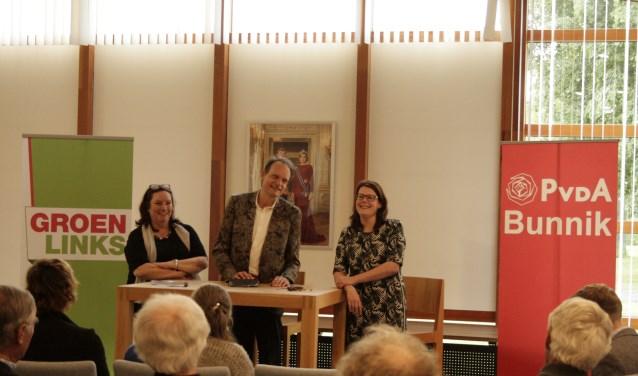 Agnes Jongerius, Vincent Bijlo en Sabine Klok in gesprek met inwoners