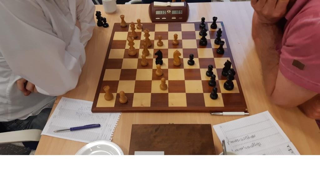 Cruciale stand: Bakker heeft Pe4 gespeeld, met aftrekschaak. Martin Markering © BDU Media