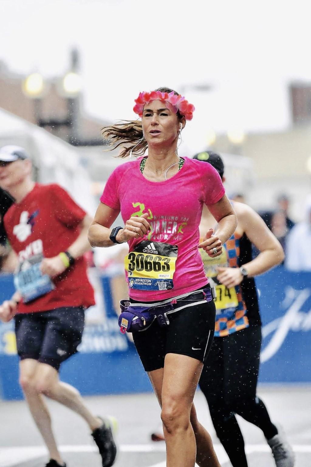 Het was afzien tijdens de marathon van Boston, maar Lisette hield verbeten vol. Lisette van Kesteren © BDU media