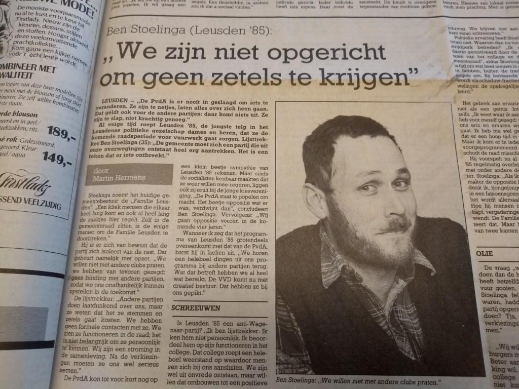 Een jeugdige Ben Stoelinga legt in de Leusder Krant uit waarom een nieuwe partij in de gemeente keihard nodig was.  Archief Leusder Krant © BDU media