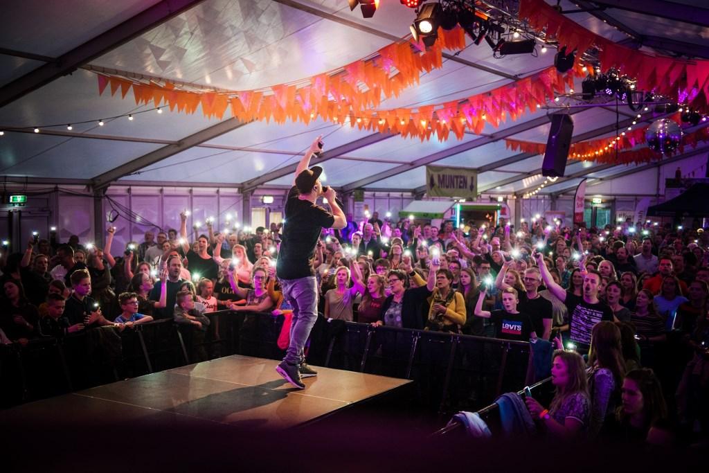 Op donderdag 25 april organiseerde De Donk Ministries een christelijke muziekavond: Het Crown Event. Ook daar ging het dak van de tent af. Suzanne Heikoop | SHe Fotografie © BDU media