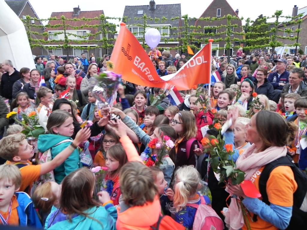 De Barbaraschool won de beker voor de sportiefste/gezelligste school op de 5 km. Richard Thoolen © BDU media