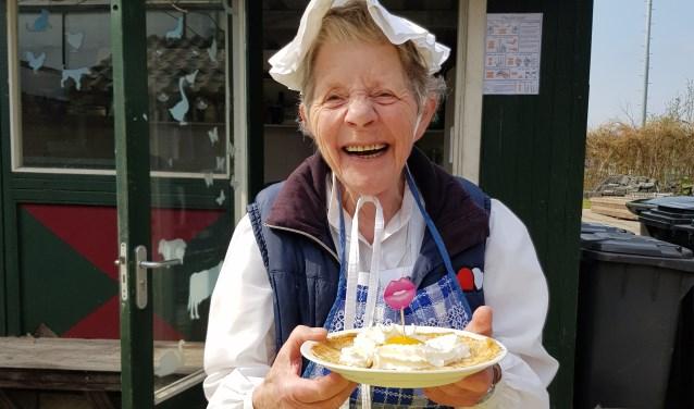 'Oma' gastvrouw Bep Spruit verwelkomt iedere bezoeker.