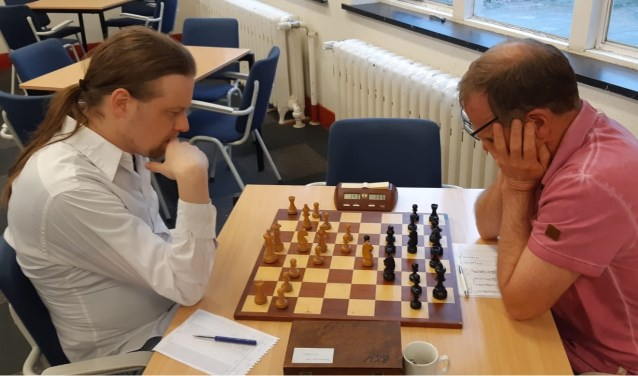René Bakker (rechts) verraste titelverdediger Hotze Tette Hofstra.
