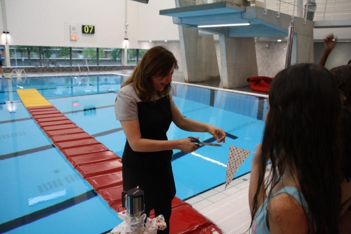 Wethouder Onderwijs Fatma Koser Kaya start schoolzwemmen