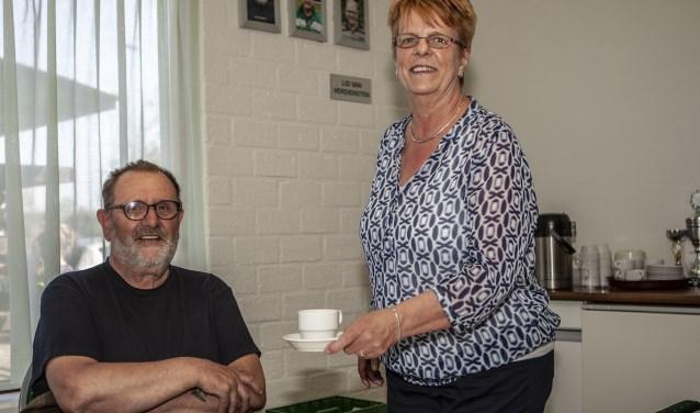 Ook Ced Moulton geniet graag van de koffie aangeboden door Petra Sündermann.