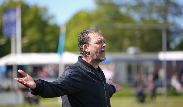 Pascal de Wit trainde het tweede elftal al, maar is tijdelijk ook bij het vlaggenschip actief.