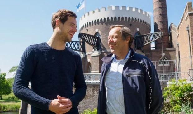 Dick Hulsebosch (rechts) van het Haarlemmermeers Ondernemers Platform in gesprek met wethouder Nobel.