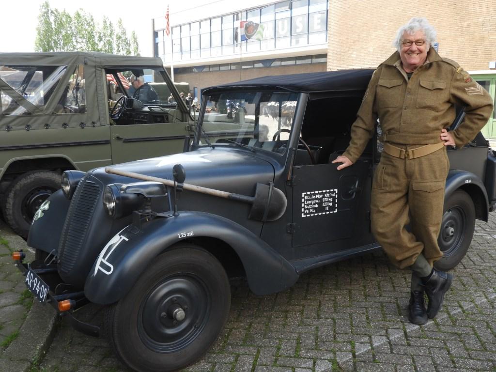 Kees Smit bij zijn Tatra 57K. Frans Tol © BDU media