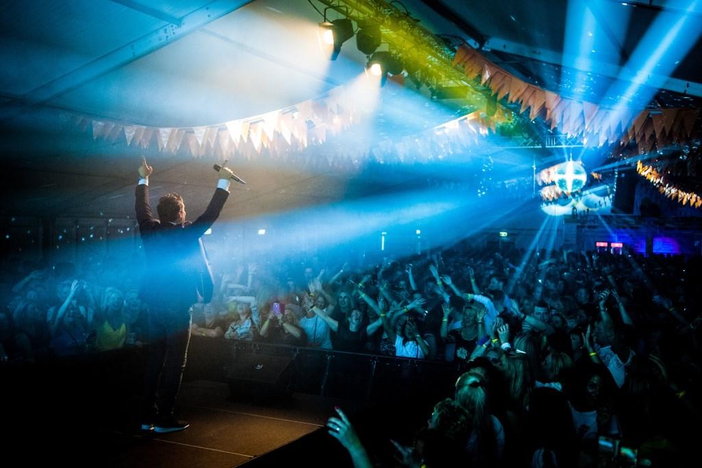 Op zaterdag 20 april hebben Peter Beense en Tino Martin (foto) op de Hollandse Avond een flink feest gebouwd. Fans kwamen van heinde en verre voor hun idolen. Suzanne Heikoop | SHe Fotografie © BDU media