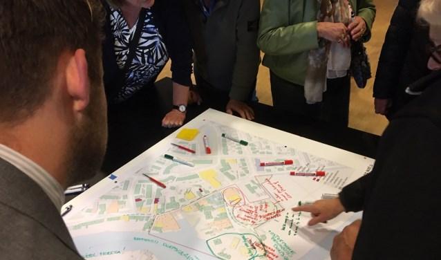 Creatieve ideeën bij de plattegrond van het Ouderkerkse centrum