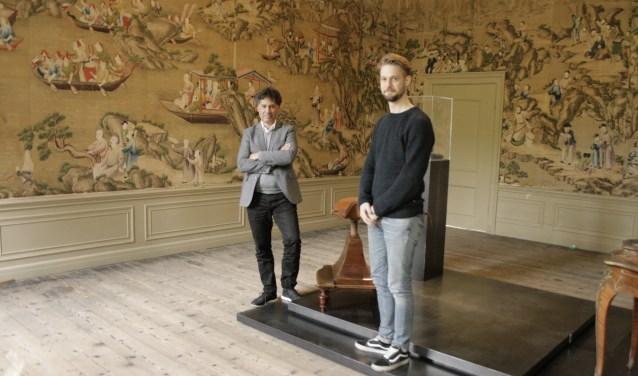 Frank Louhenapessy (links) en gastconservator Jochem van Eijsden. Margriet Hunse © BDU media