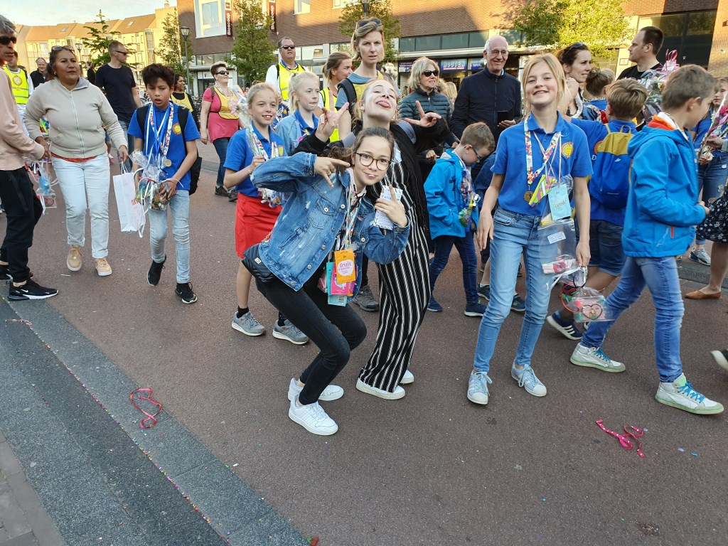 Sommige jongeren hadden de energie om er tot het laatst een feestje van te maken Irene van Valen © BDU media