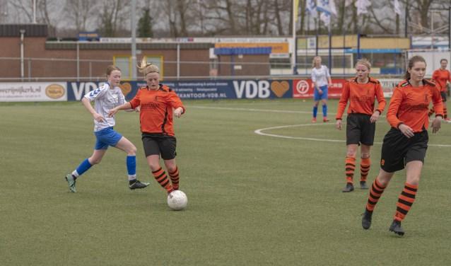 Christianne van Bloemendaal is als technisch begaafde middenvelder vaak het begin van de Spartaanse aanvallen.