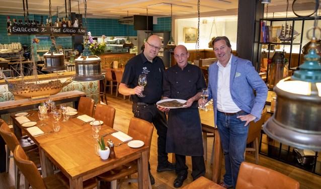 Bedrijfsleider Robin Smakman, souschef Henk Drogtrop en eigenaar William Brands heten de gasten van harte welkom.