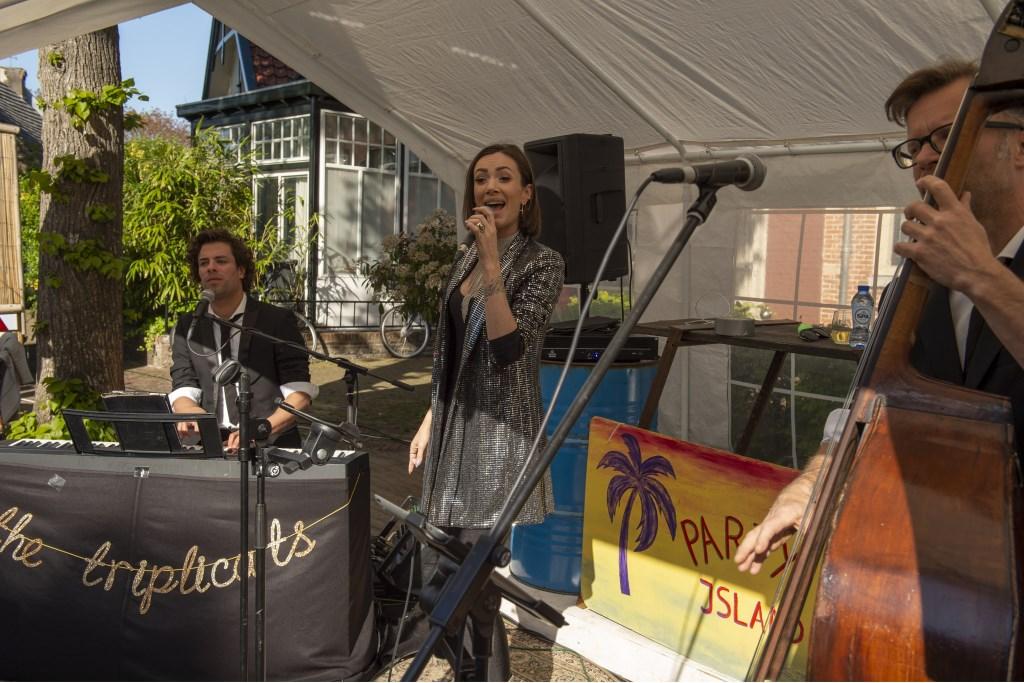 Dewi Pechler met haar band The Triplicats Ellen Toledo © BDU media