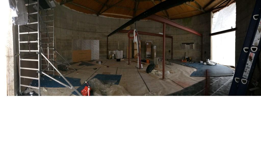 Werkzaamheden in de silo, zoals het uitzagen van twee grote raampartijen familie Cohen - Jacobse © BDU media