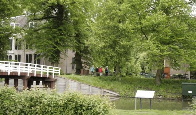 Landgoed en landhuis vorme een geheel, en wandelaars worden uitgenodigd het Pop-up Museum te bezoeken.