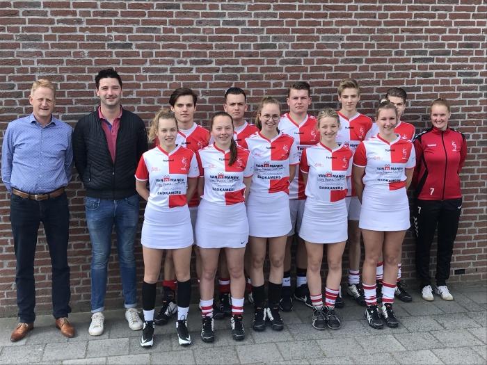 ODIK A1 met links sponsor Roel Slaa van Van Manen Badkamers