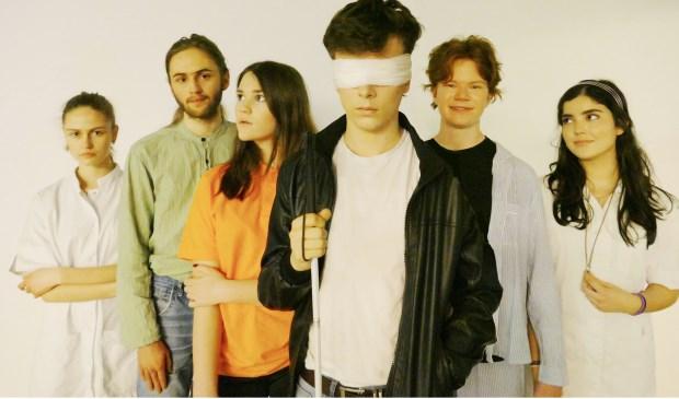 De acteurs zijn zes jongeren uit Haarlemmermeer.