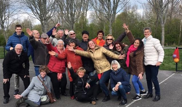 Vrijwilligers en docenten van De Hoek vormen één team.