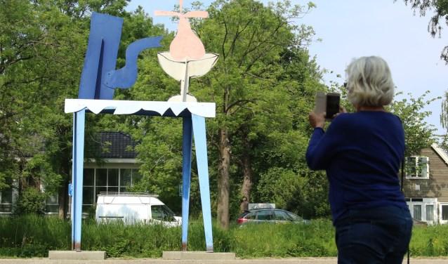 Beeld 'De Peer' van Klaas Gubbels, onderdeel van de beeldenroute langs de Bovenkerkerkade.