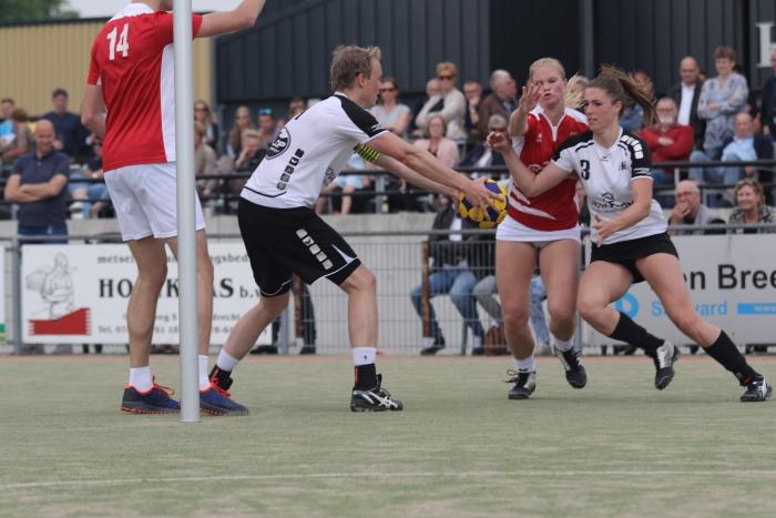 Aanvalsactie in de wedstrijd HKC 1 - Merwede/Multiplaat 1