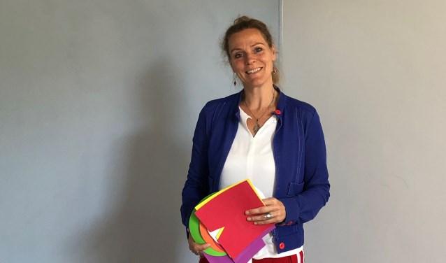 Rachel Naron begeleidt familieopstellingen bij Instituut Sansoma in individuele sessies of groepsopstellingen.