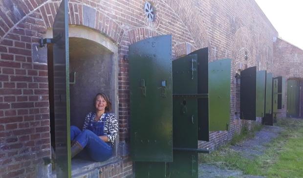 Lydia van Maurik bij het fort Werk aan de Waalse Wetering