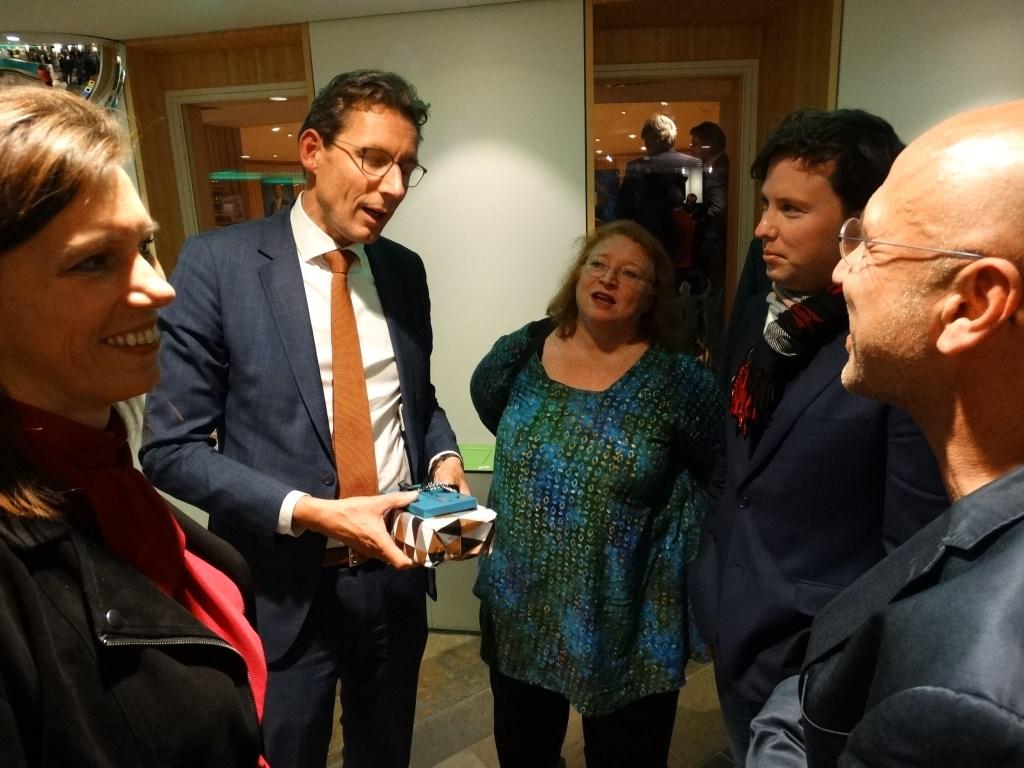 GroenLinks praat nog even na met Poppens Kuun Jenniskens © BDU media