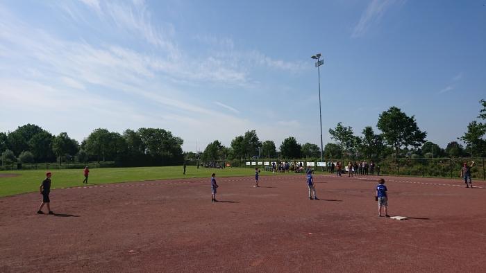 Beeball scholen toernooi bij The Red Caps te Leusden
