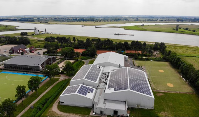1350 zonnepanelen op multifunctionele hal Mariënhoeve