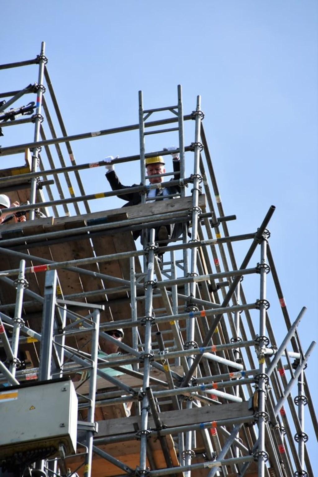 Onze burgemeester klimt dapper door. Sonja Boer © BDU media