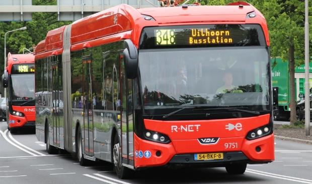 <p>Bussen van de lijnen 348 en 357 op de Keizer Karelweg.</p>