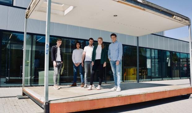 Het studententeam Moveable Student van de Bouwkunde opleiding van het Technova College vlnr: Gideon, Chiron, Jurre, Linde en Noud