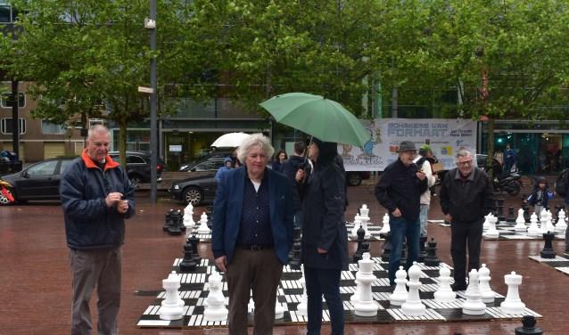 Vanwege de weersomstandigheden kon het schaakevenement niet voortgezet worden op het Stadsplein.