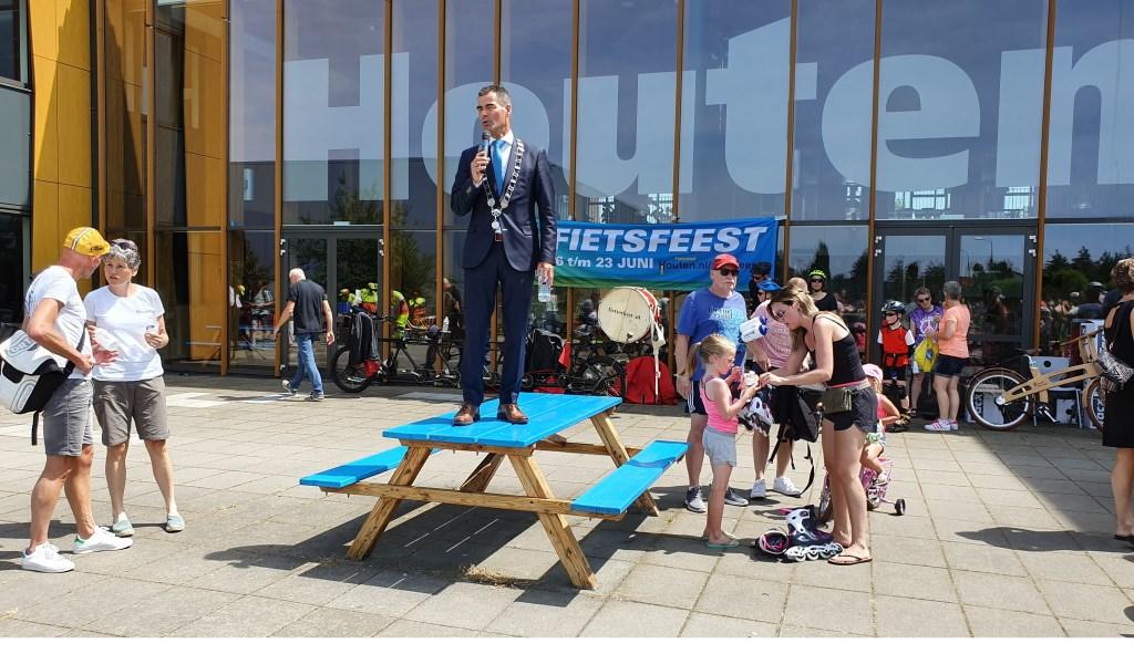 Burgemeester Wouter de Jong sloot af. Hij is trost op Houten. Irene van Valen © BDU media