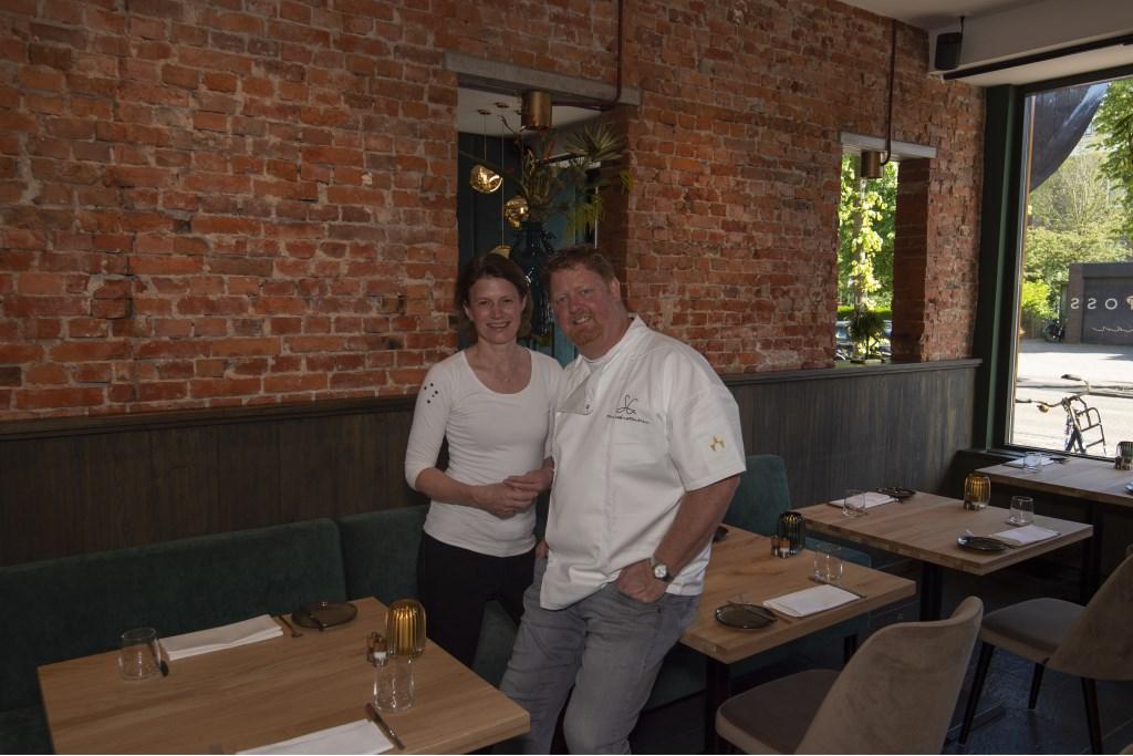 Peter en Natasja Edwards staan klaar om hun gasten te ontvangen Ellen Toledo © BDU media