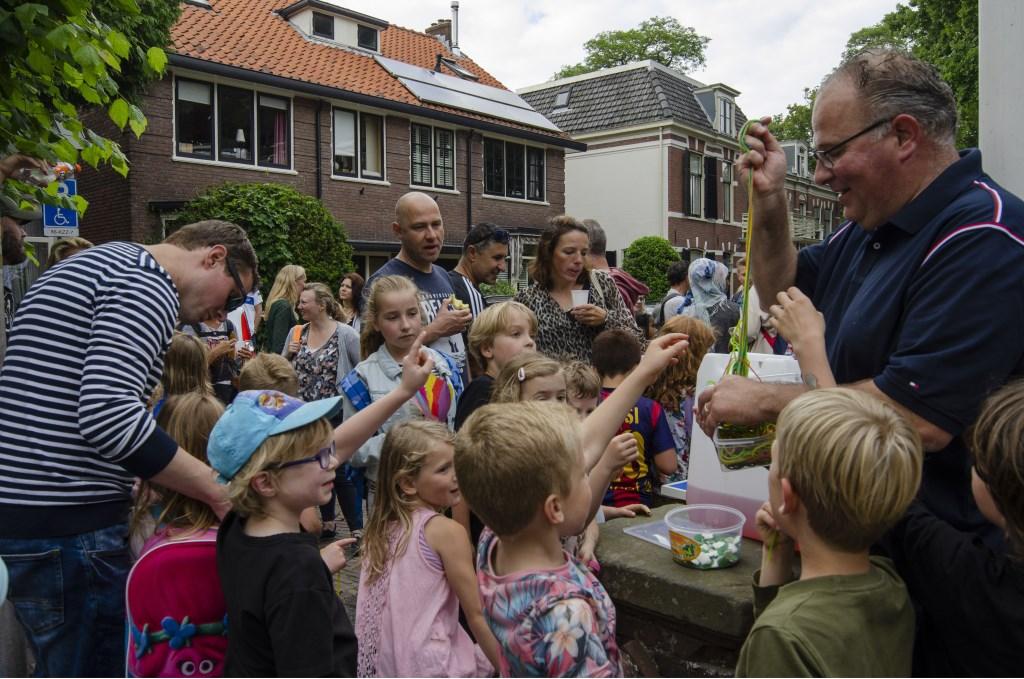 """Kel Koenen met ''Koek en zopie"""" bij de Voorwegschool Ellen Toledo © BDU media"""
